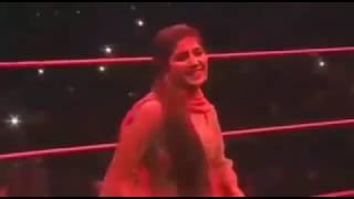 सपना चौधरी और अर्शी खान के डांस ने रेसलिंग रिंग में मचाया धमाल - ITVNEWSINDIA