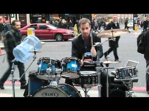 Insane D&B/Jungle/HipHop/R&B Drumming nr Liverpool Street Station (Oded Kafri)