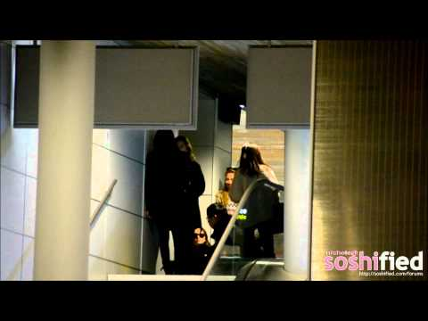 [FANCAM][120207] TaeYeon and Tiffany in Paris CDG Airport