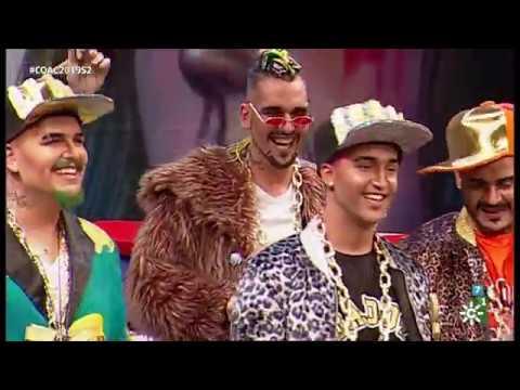 Sesión de Semifinales, la agrupación Daddy Cadi actúa hoy en la modalidad de Chirigotas.