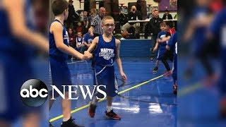 9-year-old with cerebral palsy scores during basketball game - ABCNEWS