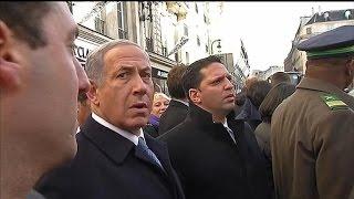 لقطات تلفزيونية تظهر «الخوف والتوتر» على وجه نتنياهو خلال مظاهرات باريس