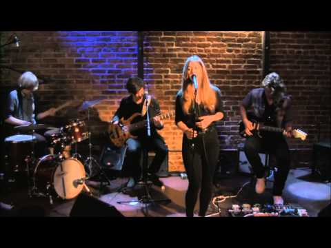 Paulina Cameron: In The Garden (Live at the WitZend)