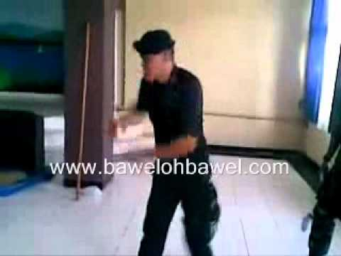 Video Brimob vs TNI Dance ( BawelOhBawel.Com )