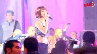 دوللي شاهين ترقص بفستان شبه عاري في حفل أونست