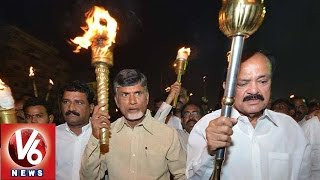 Chandrababu and Venkaiah Naidu participated in torchlight rally at Vizag beach - V6NEWSTELUGU