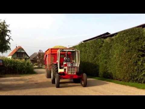 Et voila un vieux tracteur renover a l'ensilage 2013 accompagner d'une magnifique benne lacampagne