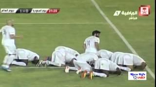 الشوط الأول: منتخب نجوم العالم المسلمين يتقدم على السعودية 0/1 بمشاركة أبو تريكة