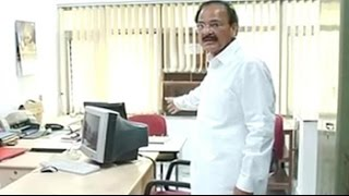 'Where is everybody?' Minister orders biometric checks to mark attendance - NDTVINDIA