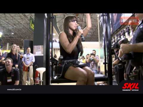Carol Dias no Stand da SKIL na Formóbile 2014 Brasutil
