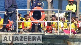 US resettlement for refugees in Australian prison camps - ALJAZEERAENGLISH