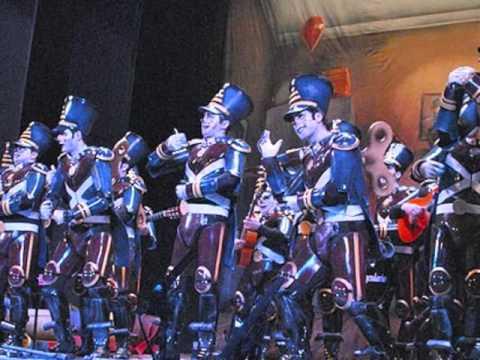 La agrupación La comparsa los invencibles llega al COAC 2016 en la modalidad de Comparsas. En años anteriores (2014) concursaron en el Teatro Falla como Los hippytanos, consiguiendo una clasificación en el concurso de Segundo premio.