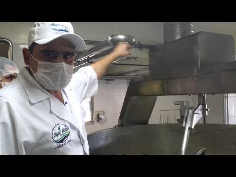 Maior queijo do mundo é apresentado e distribuído em Ipanema (MG)