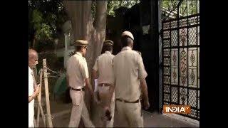 Delhi Police questions CM Arvind Kejriwal in Chief Secy Assault Case - INDIATV