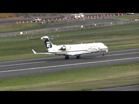 Alaska Airlines CRJ700 Takes Off From PDX On Runway 10L 2)