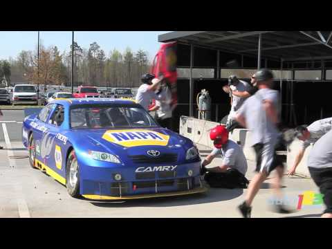 NASCAR : pit stop practices with Michael Waltrip Racing