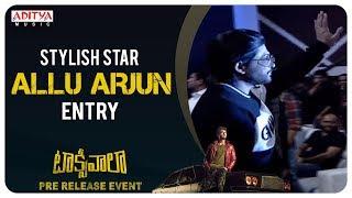Stylish Satr Allu Arjun Entry @ Taxiwaala Pre-Release EVENT | Vijay Deverakonda, Priyanka Jawalkar - ADITYAMUSIC