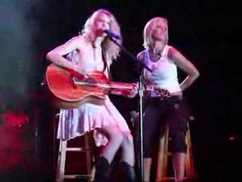 Taylor Swift and Kellie Pickler Duet 5 24