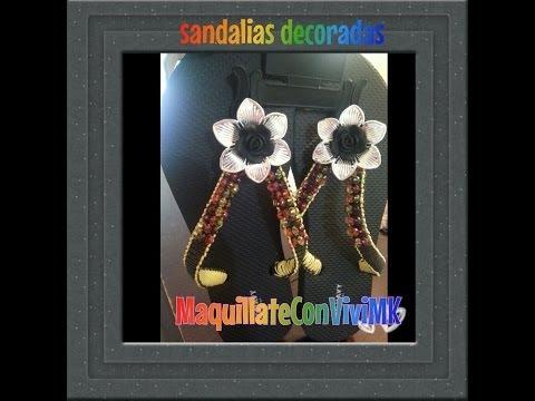 Sandalias decoradas con pedreria