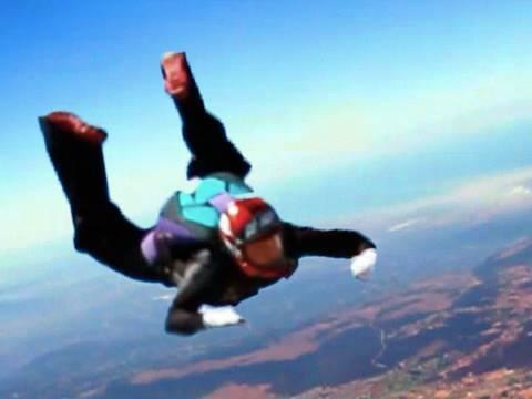 Прыжок с парашютом прямо с порога своего дома!