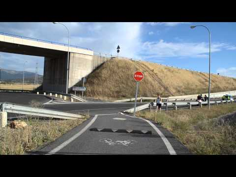 Accidente de un ciclista con una motocicleta en la glorieta de la SG 20 en Nueva Segovia 28/8/2014