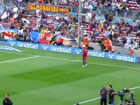Lionel Messi & Dani Alves Warm up At the Camp Nou
