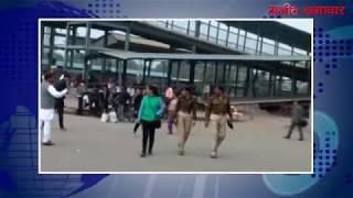video : दिल्ली पुलिस के 3 जवानों ने महिला टीटीई के साथ की हाथापाई