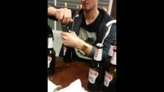 بالفيديو.. نوكيا 3310 «فتاحة» زجاجات في الصيف