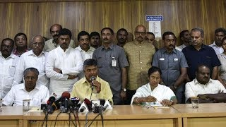 West Bengal CM Mamata Banerjee meets Andhra Pradesh CM Chandrababu Naidu at Andhra Bhavan, Delhi - NEWSXLIVE