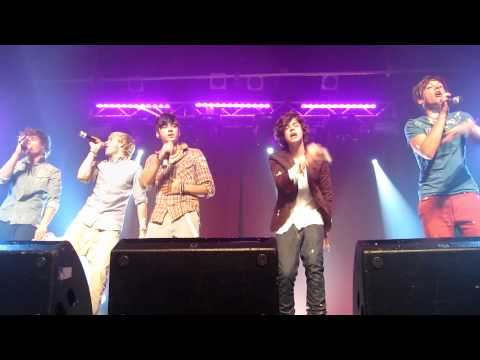 One Direction at G-A-Y performing