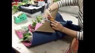 Составление букетов: потрясающий букет из роз, гербер и лилий своими руками (курсы флористики).
