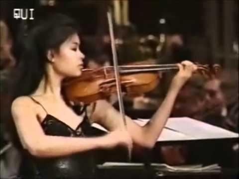 Vanessa Mae - Toccata & Fugue -_PQxPch5zOU
