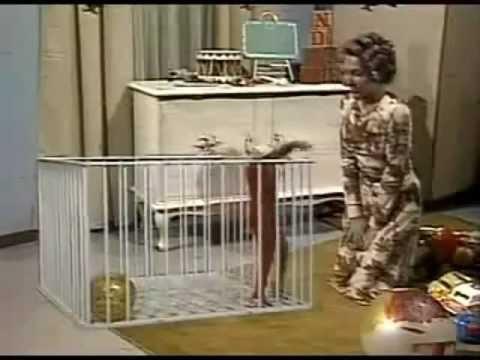 El Chavo del Ocho - Capítulo 196 Parte 1 - Don Ramón se va de la Vecindad 2 - 1977