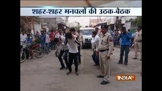 Moral policing: Girls slap eve-teasers infront of cops in Madhya Pradesh - INDIATV