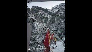 Snowfall at Mata Vaishno Devi Shrine hit passenger ropeway, chopper service - NEWSXLIVE