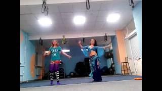 Я и моя ученица Вера 12 лет)) Отрабатываем танец