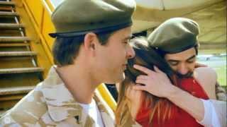 Gejowski pocałunek zdjęty z wizji