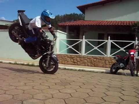 MANOBRAS RADICAIS MOTO SHOW EM POUSO ALTO - MG