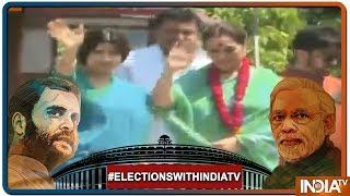 Exclusive | Lucknow में SP की Poonam Sinha के साथ Roadshow में आए Congress के Shatrughan Sinha - INDIATV