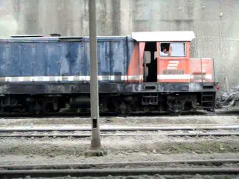 Kereta Api Semen Padang berangkat.MPG