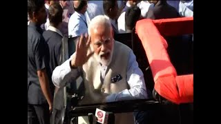 PM Narendra Modi waves, shows inked finger after casting vote - ABPNEWSTV