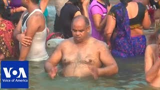 Thousands take holy dip in river Ganges to mark Hindu festival - VOAVIDEO