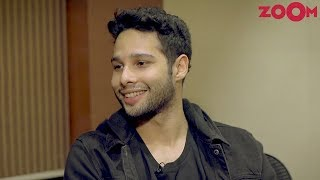Siddhant Chaturvedi aka MC Sher of Gully Boy praises Ranveer Singh | Exclusive - ZOOMDEKHO