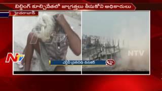 బిల్డింగ్ కూల్చివేతలో జాగ్రత్తలు తీసుకొని అధికారులు || ఇద్దరికి గాయాలు || NTV - NTVTELUGUHD