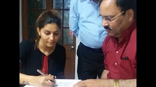 Sapna Choudhary joins Congress, likely to contest from Mathura - ABPNEWSTV