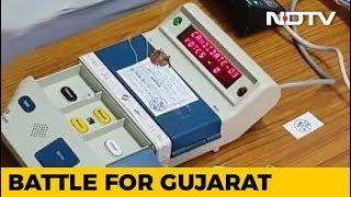 सूरत में EVM मशीन खराब होने की वजह से वोटिंग में देरी - NDTVINDIA