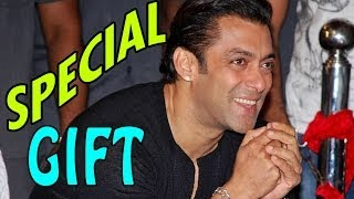 Salman Khan gets a SPECIAL GIFT | Bollywood News