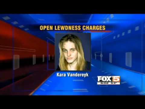 Una joven arrestada por conducta inapropiada