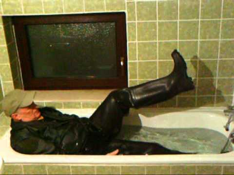 Hot Bath in Waders, Rubbershirt. Levis and Bomber to :-)... 2010