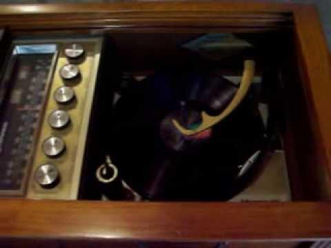 Magnavox Astro-Sonic 1963 100 Watt Console Stereo